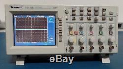 TEKTRONIX TDS2024 withTDS2CM/TDS2CMA 200MHz Digital Storage Oscilloscope 4-Ch
