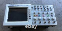 Tektronix 200 Mhz Tds2024 Oscilloscope De Stockage Numérique À Quatre Canaux Tds 2024