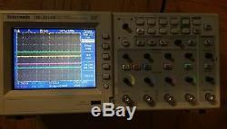 Tektronix Tds2014b 4 Canaux De Stockage Numérique Oscilloscope 100mhz 1gs Pour La Réparation
