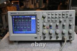 Tektronix Tds2024b Stockage Numérique 200mhz 2gs/s Oscilloscope 4 Channel