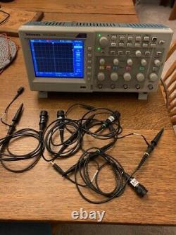 Tektronix Tds2024c Quatre Channel Stockage Numérique Oscilloscope 200mhz 2gs/s